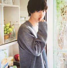 This man is Kento Yamazaki Cute Japanese Boys, Japanese Men, Japanese Models, Taishi Nakagawa, L Dk, Death Note L, L Lawliet, Kento Yamazaki, Haruma Miura