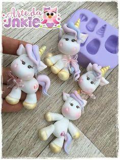 Unicornios ☆☆ Cute Polymer Clay, Cute Clay, Fimo Clay, Polymer Clay Creations, Polymer Clay Crafts, Fimo Kawaii, Fondant Animals, Clay Figurine, Clay Ornaments