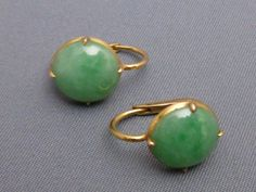 Diamond Earrings With Style! Gold Jewelry Simple, Jade Jewelry, Antique Jewelry, Vintage Jewelry, Jade Earrings, Gold Earrings Designs, Jade Ring, Designer Earrings, Vintage Earrings