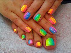 ногти на руках и ногтях в радужном стиле