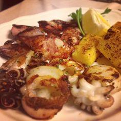 #calamari e #seppie alla griglia - Pesce grigliato nel ristorante Al Belvdere, sui colli friulani a Buja, in provincia di Udine - http://www.prenotaperdue.com/ristoranti-vari/30-ristorante-pizzeria-al-belvedere-buja-udine-recensione-opinioni.html