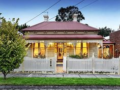 Victorian Cottage -  Photo of a stone house exterior from real Australian home - House Facade photo 222667