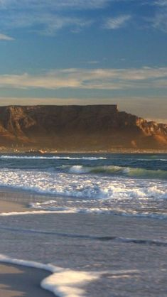 Aesthetic Images, Aesthetic Wallpapers, Surfing Wallpaper, Landscape Photography, Nature Photography, Beautiful Places, Beautiful Pictures, Travel Sights, Table Mountain