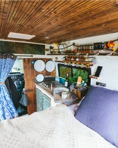 Just can't get over the perfection of Dave the Wonderland van's interior! Take h… Just can't get over the perfection of Dave the Wonderland van's interior!quirkycampers… - Create Your Own Van Bus Life, Camper Life, Camper Van, Kombi Home, Van Dwelling, Van Home, Campervan Interior, Motorhome, Van Living
