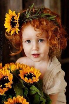 What a lovely little sunflower (Yes, the lovely little girl) of course the… Beautiful Children, Beautiful Babies, Beautiful Flowers, Sunflowers And Daisies, Sun Flowers, Wildflowers, Sunflower Art, Baby Kind, Ginger Hair