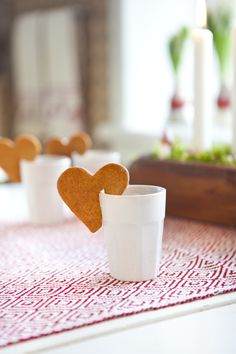 pepparkakor och glögg Gingerbread cookies with mulled drink Swedish Christmas, Scandinavian Christmas, Christmas Baking, Winter Christmas, Christmas Cookies, Christmas Time, Gingerbread Cookies, Christmas Morning, Christmas Tables