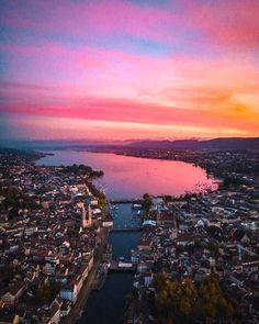 Amazing Sunset in Zurich photo by Rico Reutimann ( on Unsplash Sunset Color Palette, Sunset Colors, Hd Landscape, Landscape Pictures, San Salvador, Beautiful Scenery Wallpaper, Sunset Wallpaper, Iphone Wallpaper, Lake Zurich