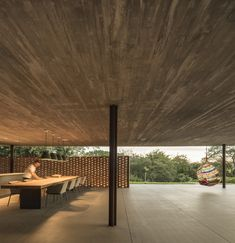 """Two hours from Sao Paulo, in a town called Porto Feliz, you will find Brazilian firm Studio """"radical exercise in horizontality"""": the 'Planar House'. Modern House Design, Home Design, Home Interior Design, Modern Houses, Arch House, Rendered Houses, Studio Mk27, Beautiful Villas, Home Studio"""