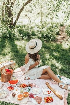 20 Things You Need to Do Before Spring Is Over the clock is ticking! 20 Things You Need to Do Before Spring Is Over the clock is ticking! Picnic Time, Summer Picnic, Summer Beach, Picnic Photography, Spring Photography, Night Photography, Spring Aesthetic, Spring Photos, Foto Pose