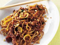 En Asieninspirerad rätt som gillas av både stora och små. Asian Recipes, Ethnic Recipes, Dessert For Dinner, Different Recipes, Wok, Cake Recipes, Spaghetti, Good Food, Food And Drink