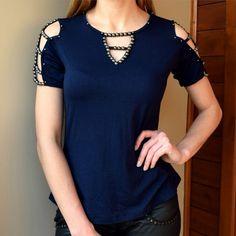 camiseta-feminina-tshirt-marinho-mangas-vazadas-recorte-bordado-brilho-pedras-comprar