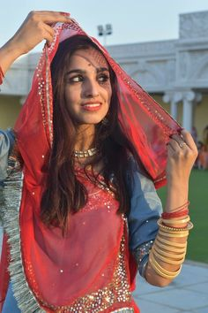 Indian Bridal Outfits, Indian Dresses, Indian Wedding Couple Photography, Bridal Photography, Girl Pictures, Girl Photos, Wedding Makeover, Rajasthani Dress, Teen Photography Poses
