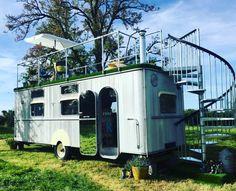 "167 Beğenme, 1 Yorum - Instagram'da Caravanlove (@karavanlovetr): ""Warwick Knight Caravan ☆ #glamping #orchard #luxury #1950s #fun #comfy #stylish #caravan #home…"""