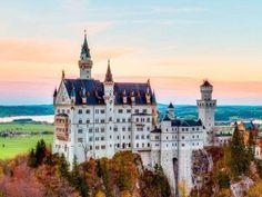 O Castelo de Neuschwanstein, em Schwangau, Alemanha, ficou famoso por ter sido a inspiração de Walt Disney para construir castelo da Bela Adormecida http://www.msn.com/pt-br/viagem/noticias/um-passeio-pelos-castelos-mais-impressionantes-do-planeta/ss-AA5FSEA?fullscreen=true#image=1