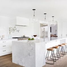 White kitchen countertops are all the rage. If you're looking for a classic look with a modern twist, consider the versatile Super White Granite stone. Home Decor Kitchen, Interior Design Kitchen, Home Kitchens, Grey Kitchens, Kitchen Designs, Interior Ideas, Stylish Interior, Cottage Kitchens, Modern Kitchens