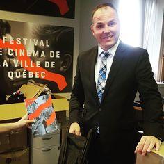 De la visite (avec parapluie) au bureau ce PM le président de notre conseil d'administration Philippe Poulin! #qcmoments #quebeccity #villedequebec #bureau #office #secret #funtimes #cinema #film #festival #filmfest #parapluie #catalogue #peogrammation #bientot le #fcvq2016 ;)