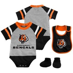Your kiddo was born to be a Cincinnati Bengals fan! Show them your little one is the #1 Cincinnati Bengals fan in the making with this creeper, bootie & bib set from Majestic.