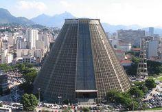 A Catedral Metropolitana, também conhecida como Catedral da Lapa, fica no Centro do Rio de Janeiro, e faz parte do roteiro cultural da cidade.