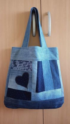 Sewing Jeans Bag Denim Crafts Ideas Source by Denim Handbags, Denim Tote Bags, Denim Purse, Denim Skirt, Jean Crafts, Denim Crafts, Patchwork Bags, Quilted Bag, Jean Purses