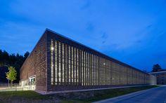 Sieger: Parkhaus Jahrhunderthalle Bochum – eine perforierte Mauerwerkfassade für den Industriepark West, raumwerk Gesellschaft für Architektur und Stadtplanung mbH, Parkhaus Jahrhunderthalle Bochum, © www.raumwerk.net / www.koculak.de