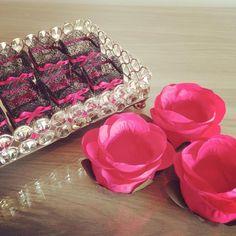 ROSA BOTÃO : Rosa Pink - RB006  Forminhas de Doces em flores de tecido. As cores são aproximadas.  Pedido Mínimo por cor/modelo - 20 unidades    IMPORTANTE - Você deve considerar o tempo de produção + frete  (Para prazo menor, contate a vendedora ANTES de efetuar a compra)    >> TODOS MODELOS : w...