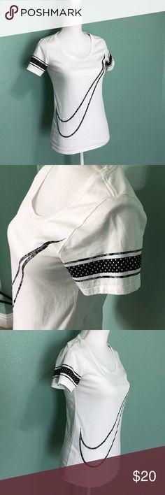 Nike Swoosh Tee Nike white swoosh tee Nike Tops Tees - Short Sleeve