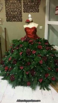 Ook mooi – Martina Ahrens - New Ideas Mannequin Christmas Tree, Dress Form Christmas Tree, Unique Christmas Trees, Alternative Christmas Tree, Christmas Tree Themes, Christmas Costumes, Xmas Tree, Christmas Tree Decorations, Christmas Holidays