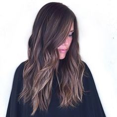 The idea is to introduce a little chaos to the normal highlights process. Instead of specific order, the highlights are applied randomly.   21 Delightful Ideas For Lightening Your Hair Without An Ombre