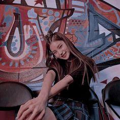 kpop, itzy e yeji imagem no We Heart It Kpop Girl Groups, Korean Girl Groups, Kpop Girls, K Pop, J Hope Smile, Girl Bands, Chanbaek, Mamamoo, Aesthetic Girl