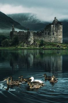 The breathtaking Kilchurn Castle hiddenscotland