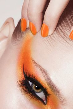Ob auf den Augen oder als Nagellack: Orange ist immer ein Hingucker! #makeup #trend2014 #orange
