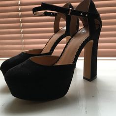 H and M black suede platform Worn once super minor scuff on left back heel as seen in photo maybe the size of a grain of rice  lol happy poshing y'all!❤️ H&M Shoes Platforms