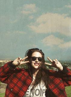 Kristen Stewart in tartan jacket . a very young Hollywood, rock & roll look. Kristen Stewart, Soft Grunge, Grunge Style, Kurt Cobain, Woman Crush, Grunge Fashion, Girl Crushes, American Actress, Beautiful People