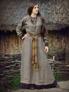 "Kram Jaromiry i Dalebory: Suknia ""prawie z Pskowa"" / ""almost Pskov"" dress :) Viking Garb, Viking Reenactment, Viking Dress, Viking Costume, Medieval Costume, Medieval Dress, Viking Bed, Medieval Belt, Norse Clothing"