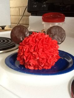Mickey Mouse head cake - ears are oreo cookies dipped in chocolate - head is mini ball cake - buttercream frosting