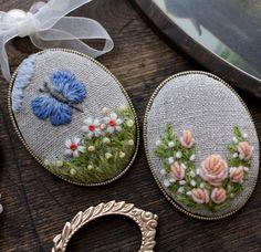 오랜만의 울사.  오랜만의 브로치.  그래도 내게 늘 익숙한 것들.  #embroideredbrooch #brooch #스튜디오K #자수스튜디오  #대전프랑스자수  #프랑스자수 #자수타그램 #대전자수수업 #자수클래스 #studioK #embroideryclass#embroidery #handmade #handcraft #embroidered