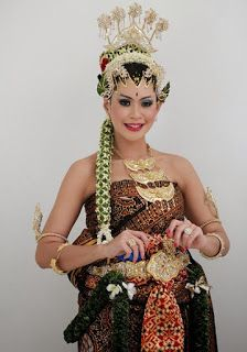 Javanese Wedding, Indonesian Wedding, Wedding Poses, Wedding Photoshoot, Wedding Dresses, Traditional Wedding, Traditional Dresses, Wedding Make Up, Dream Wedding
