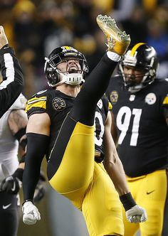 Watt of the Steelers was stoked to know the team secured a playoff spot in Week (AP/Srakocic) Football Usa, Best Football Team, National Football League, American Football, Football Players, Steeler Football, Football Memes, Football Shirts, Pittsburgh Steelers Wallpaper