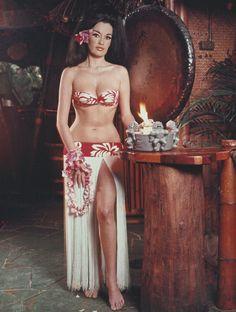 1950 - 60s Mai Kai tiki restaurant advertisement/postcard with girl in grass skirt.