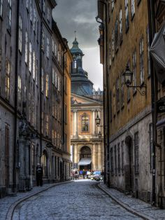 https://flic.kr/p/teakiP | The Nobel Museum, Sweden | The Nobel Museum Looking up one of the narrow streets of the Old City of Stockholm towards the Svenska Akademein, now the Nobel museum, in the low Sun. OM-D E-M5