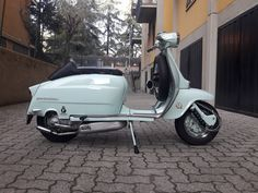 Lambretta Scooter, Vespa, Design Thinking, Bikers, Scooters, Euro, Motorcycles, Classy, Vintage