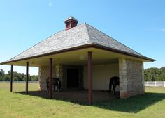 An example of a great loafing shed at a private farm.  Designed by GH2 Gralla Equine Architects.