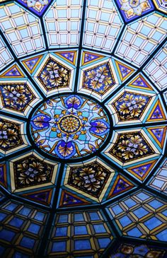 Stained glass Dome by France Vitrail, Paris, France In private home Jeddah, Saudi Arabia Leaded Glass, Stained Glass Art, Stained Glass Windows, Mosaic Glass, Dome Ceiling, Glass Ceiling, Verre Design, Glass Design, L'art Du Vitrail