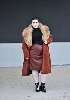 Accent With A Fur Stole - Plus-Size Outfits To Try This Fall - Photos