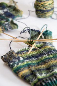 Finger gloves, half fingers with instructions – – armstulpen stricken Knitted Headband, Knitted Gloves, Crochet Bikini, Knit Crochet, Booties Crochet, Baby Booties, Crochet Pattern, Sock Yarn, Garter Stitch