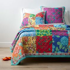 Shop Neela Quilts and Shams at The Company Store. Brighten up the bedroom with the vibrant colors and botanical prints, or reverse to solid aqua when the mood strikes. The Company Store Fat Quarters, Monogram Towels, The Company Store, Twin Quilt, Beds For Sale, Queen Quilt, Decorative Pillow Covers, Decorative Items, Cotton Quilts
