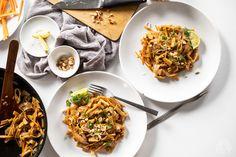 Pad thai s tofu, které vás přenese až do samotného Thajska Tofu, Vegan, Cooking, Ethnic Recipes, Drink, Fit, Kitchen, Beverage, Shape