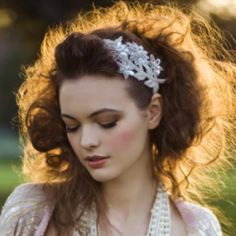 Loose updo [high fashion look] High Fashion Hair, High Fashion Makeup, Pretty Hairstyles, Wedding Hairstyles, Ladies Hairstyles, Loose Updo, Festival Makeup, Looks Chic, Wedding Looks