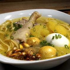 Caldo de Gallina                                                                                                                                                                                 Más Peruvian Dishes, Peruvian Cuisine, Peruvian Recipes, Kitchen Recipes, Soup Recipes, Cooking Recipes, Bolivian Food, Lunches And Dinners, Meals