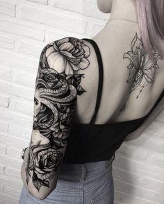 idée de demi-manchette noire femme-Gorgone et fleurs